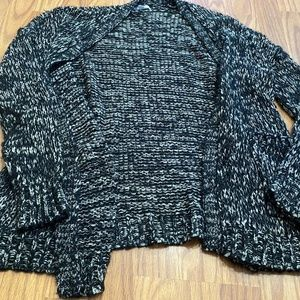 GENTLY USED VOLCOM KNIT SWEATER
